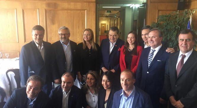 Diputados chilenos recibieron a Don Francisco, a días de la TELETÓN número 40
