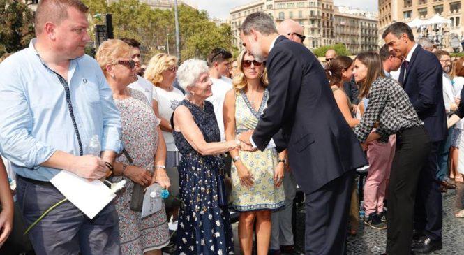"""Rey de España derrota a independentistas catalanes, al ser recibido con vitores de """"Viva el Rey"""", por parte de miles de ciudadanos catalanes"""